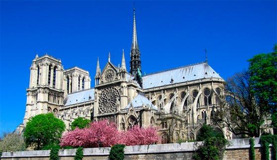 Notre Dame viajando por Paris